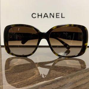CHANEL Tortoise Shell CC Turnlock Sunglasses